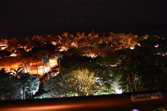 Hale Koa Hotel: Night view from room balcony