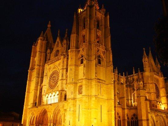 Antiguo Convento de San Marcos: cathédrale de leon