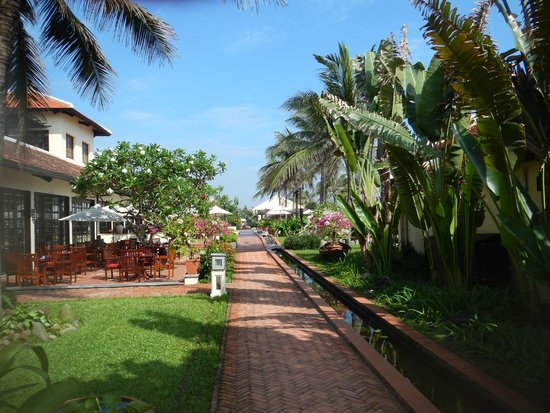 Victoria Hoi An Beach Resort & Spa: grounds