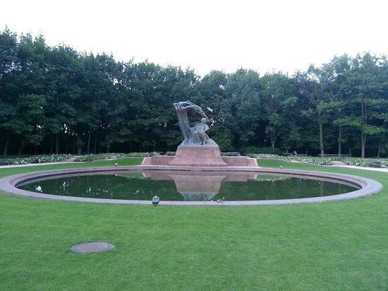 Chopin Monument: Il monumento