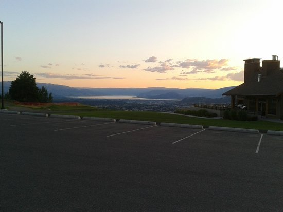 Tower Ranch Golf Club: view from parking lot overlooking restaurant