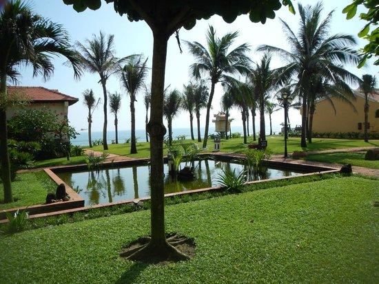 Victoria Hoi An Beach Resort & Spa: grounds