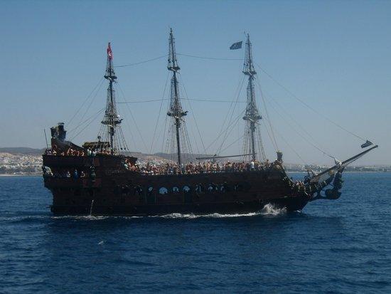 SENTIDO Phenicia: Piratenschiff