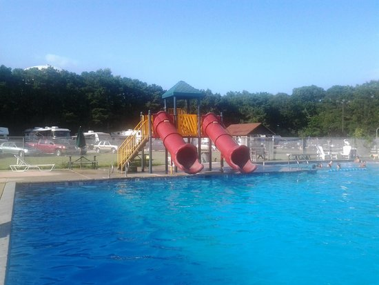 Cedar Creek Campground: The two slides at the pool
