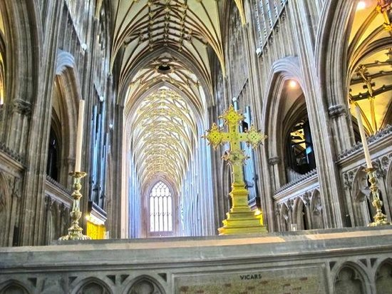 St Mary Redcliffe Church: Altar St Mary Redcliffe Parish church