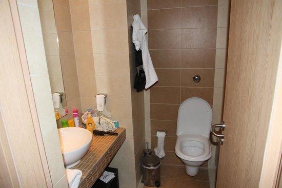 Aktia Lounge Hotel & Spa : salle de bain toilettes