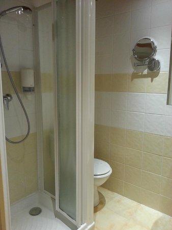Hotel Regence: Bathroom