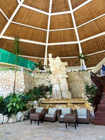 Grand Park Royal Cozumel: The hotel lobby
