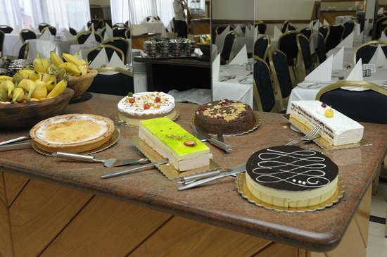 Oriana at the Topaz Hotel: Choice of Sweets