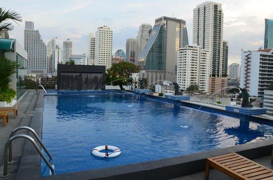 Admiral Premier Bangkok by Compass Hospitality: piscine
