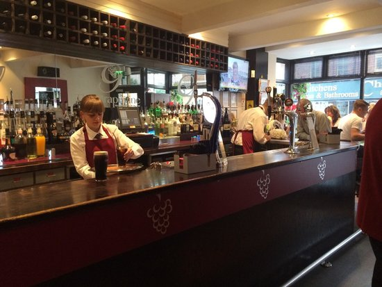 "The Grapevine Restaurant and Wine Bar: Peroni on tap ""nice"""
