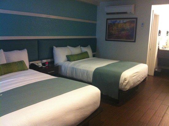 Jaybird's Inn: Double-queen beds