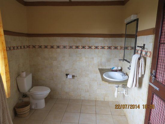 Amboseli Sopa Lodge: The bathroon
