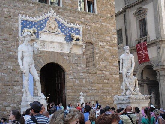 Piazza della Signoria : Estátuas de Davi e Hercules