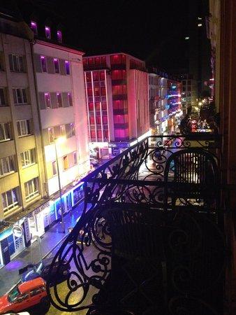 Hotel Elbe: LADO DERECHO DE LA VENTANA (CLUBES)