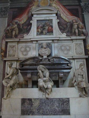 Basilica di Santa Croce: Tumba de Michelangelo