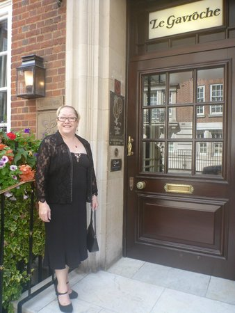 Le Gavroche: Janine cant wait to get in