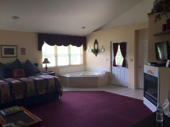 Hawk Valley Retreat & Cottages: Cottage room