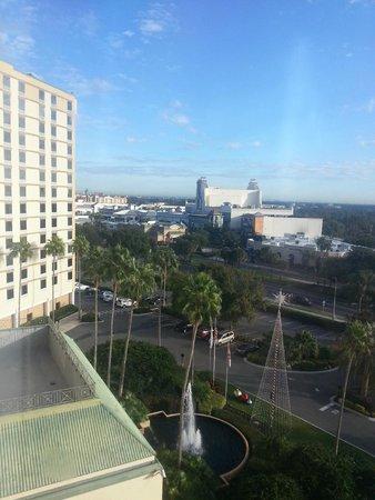 Rosen Plaza Hotel: Vista da minha janela,e ao fundo o Point Orlando, ótimo para compras e alimentação