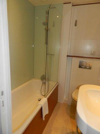 Best Western Aramis Saint-Germain: Banheiro