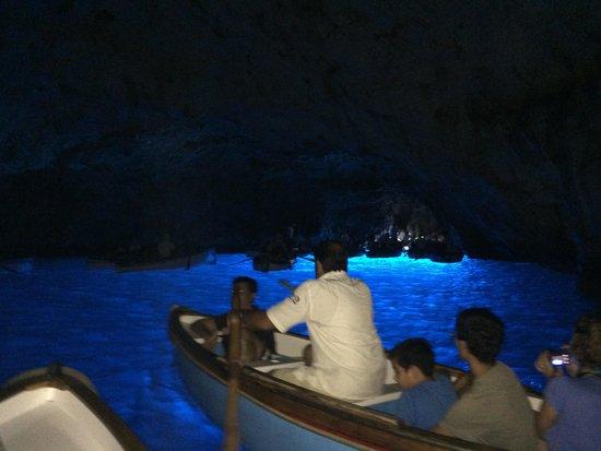Blaue Grotte (Grotta Azzurra): Blue grotto must see