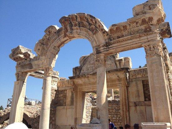 Temple of Hadrian : templo