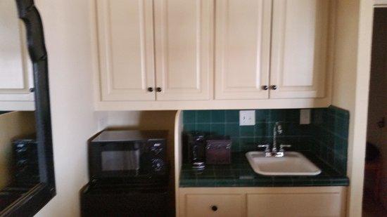 La Casa del Zorro: microwave coffee area in casita