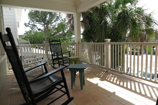 Anna Maria Guest Houses: Front terrace
