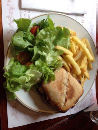 Brasserie Le Carnot: Burger maison avec pain maison, EXTRA!
