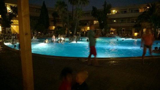 Hotel Ibersol Son Caliu Mar: pool party