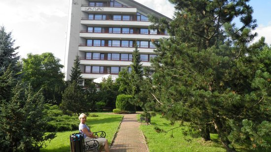 Hotel Jaskolka: teren przed hotelem