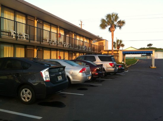 Beachside Motel : Parking just outside your room