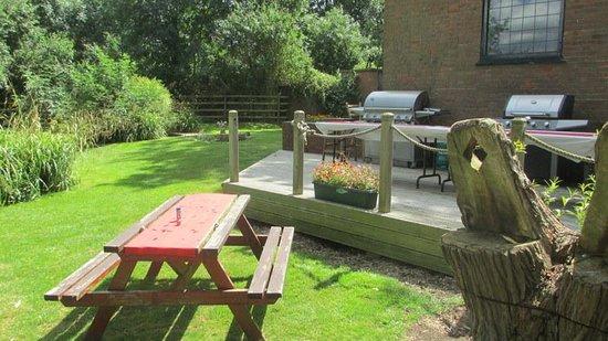 The Gate Hangs Well: Lovely garden setting