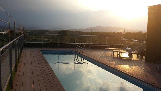 Double Tree Hilton  Hotel Girona: pool on top!