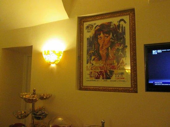 Hotel Europa: Bella lampada liberty e bel manifesto di Sofia