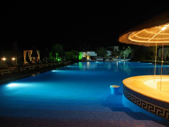 Mediterranean Beach Resort: The pool at night from the bar area