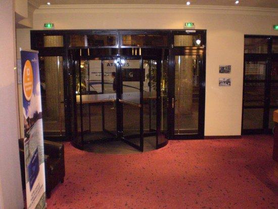 Mercure Paris Tour Eiffel Grenelle Hotel: Hall de entrada