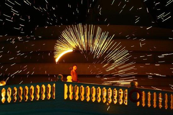Golden Tulip Taj Sultan Resort : Amazing Fire Show by Animation Team