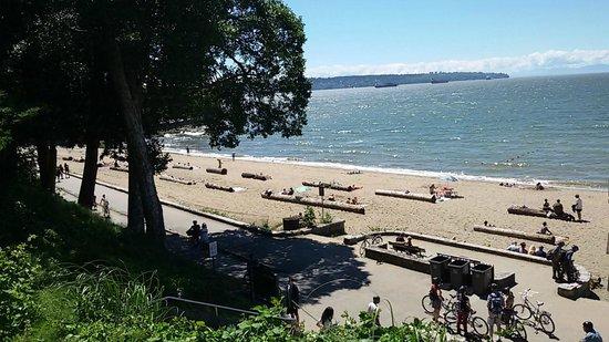 Third Beach: A Praia dentro do parque....