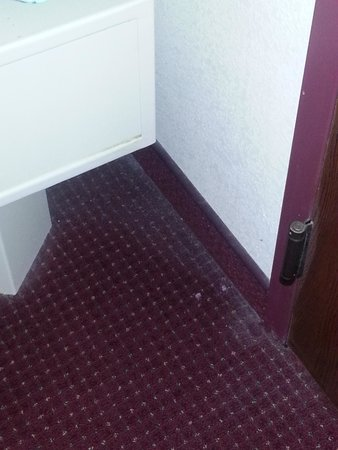 Ramada Bolingbrook: Dust in the rooms!