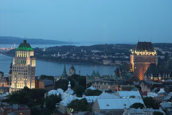 Hilton Quebec : Breathtaking night view from hotel room of old town Quebec
