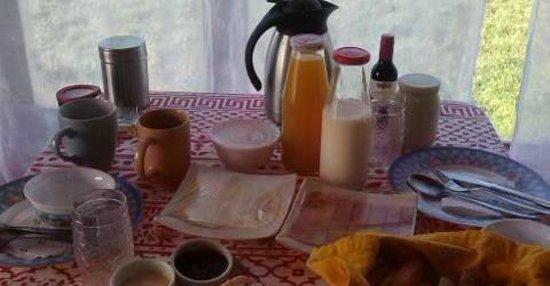 Bordemundo B&B y Cabanas: Desayunos a la cabaña cada mañana.