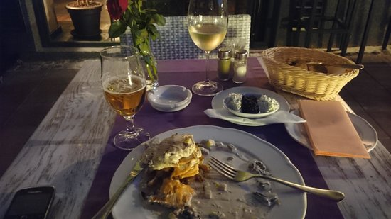 Casa Nova : The main with wine and beer