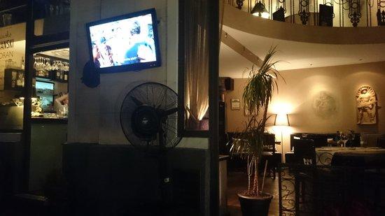 Casa Nova : Watching TV outside