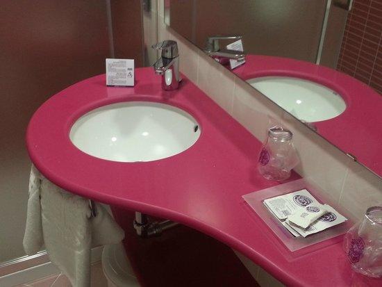 Servigroup Calypso: Lovely pink sink