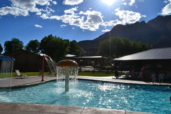 La Quinta Inn & Suites at Zion Park / Springdale: The pool