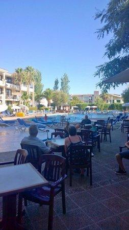 Bahia de Pollensa Aparthotel: Pool area