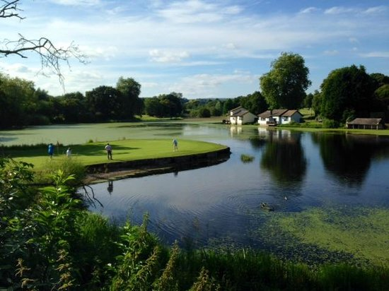 St. Pierre Marriott Hotel & Country Club: Lake and Old Course