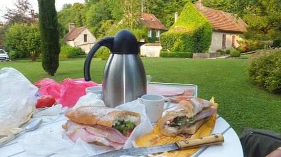 Les Jardins du Val : Own personal picnic in the garden