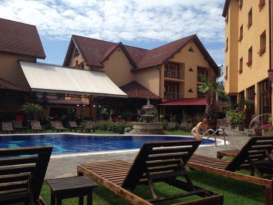 Korona Hotel: Swimmingpool